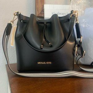 New Mk 🖤 medium bucket bag
